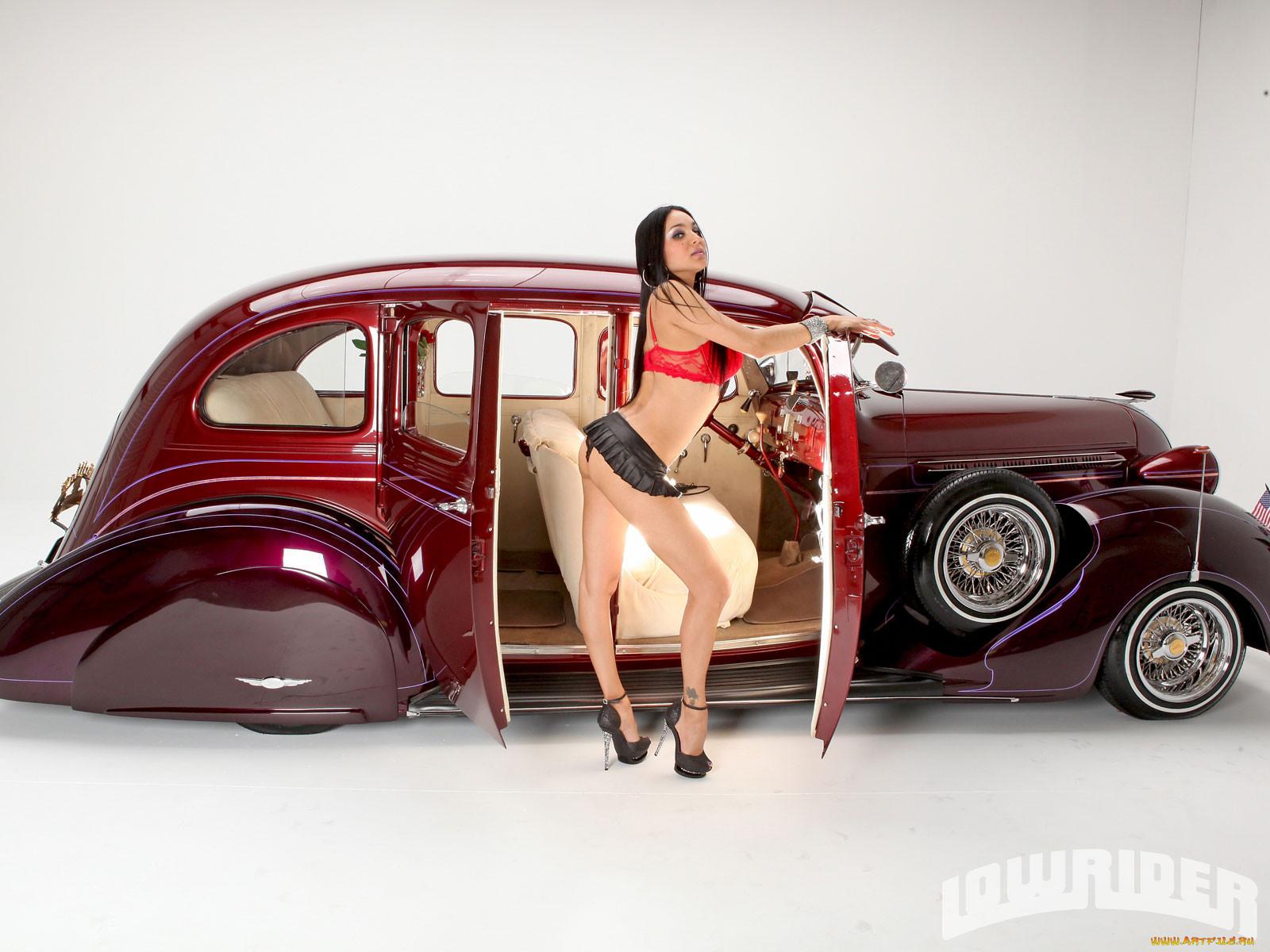 Фото ретро девушки с автомобилями